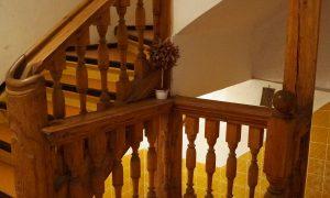 historisches Treppenhaus vor Sanierung