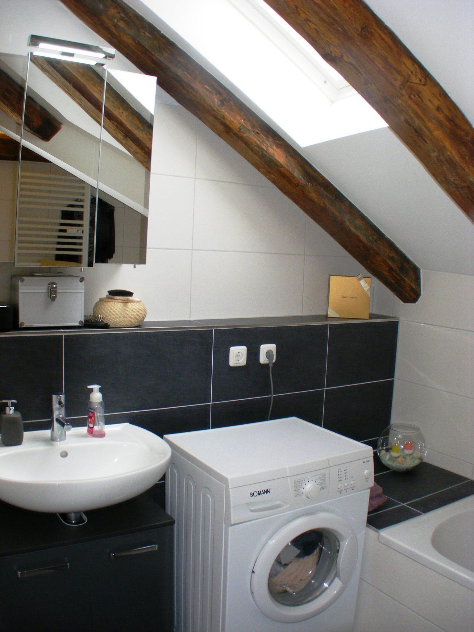 Stockerl Immobilien und Hausverwaltung Badezimmer mit Badewanne ...
