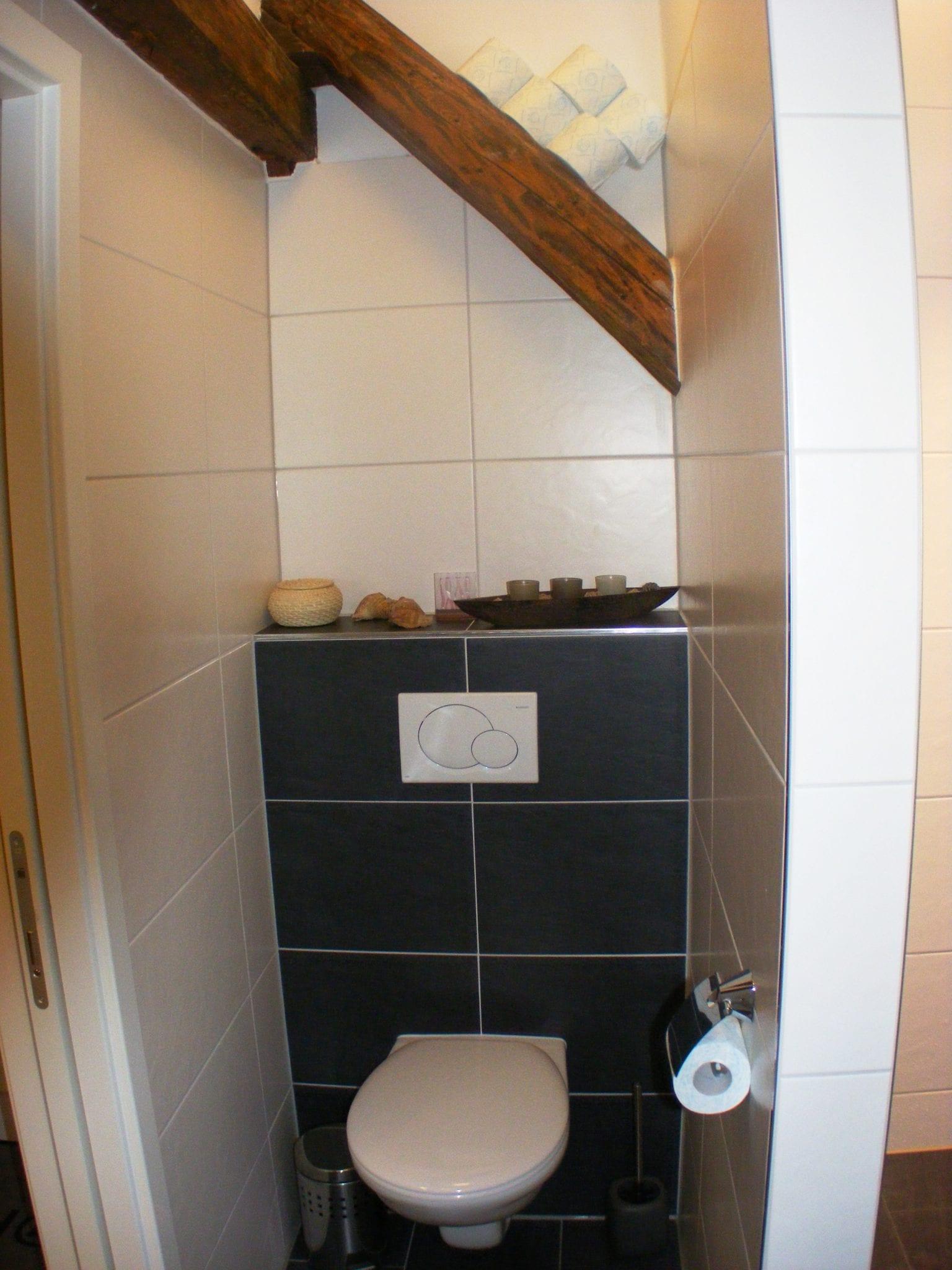 Stockerl Immobilien und Hausverwaltung Badezimmer mit Toilette ...